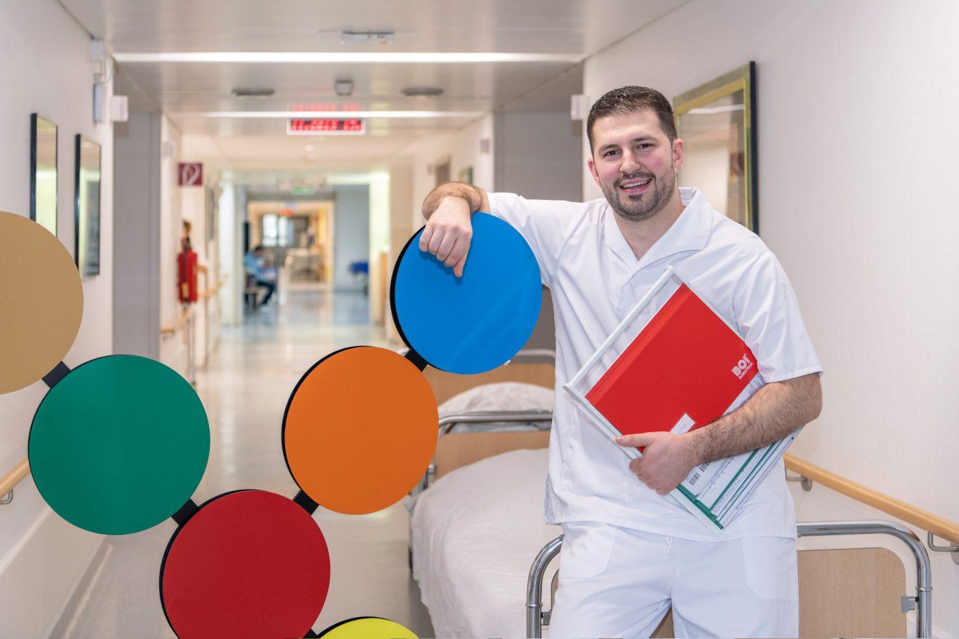 Rijad Mrljanikovic, Krankenpfleger im St. Ansgar Krankenhaus der KHWE, Höxter
